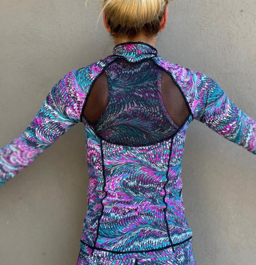 Sweat Top Back Feather Frenzy